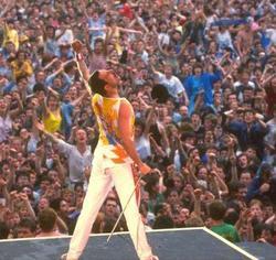 Freddie_mercury_8_live